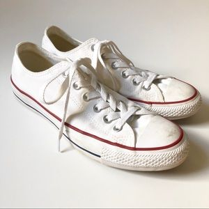 Converse white low tops/ w9m7